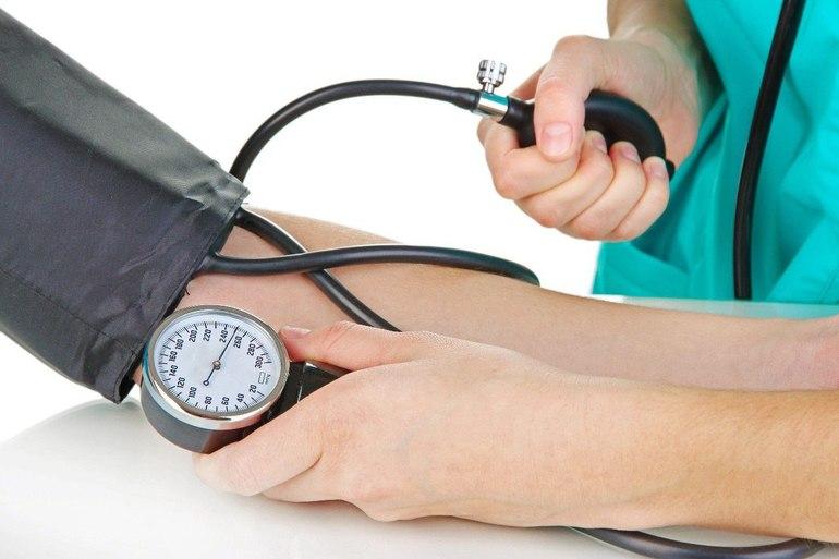 Повышенное артериальное давление: причины, симптомы и лечение