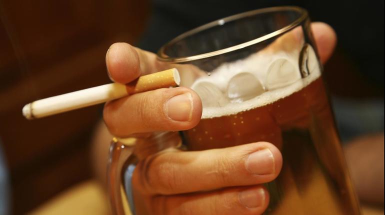 Было выпито спиртное или выкурена сигарета.