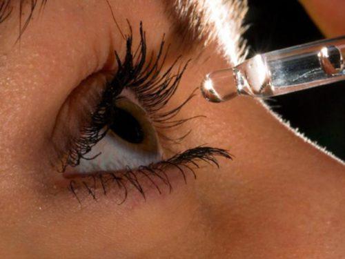 Закапывание каплей в глаз