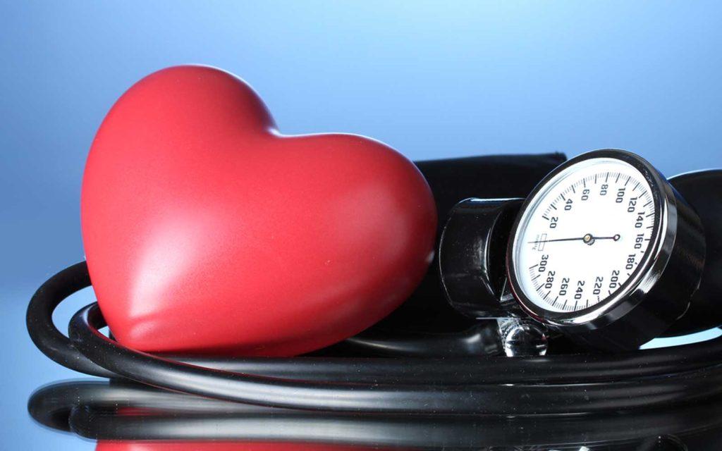 Почему повышается давление утром после сна: причины, нормы ...