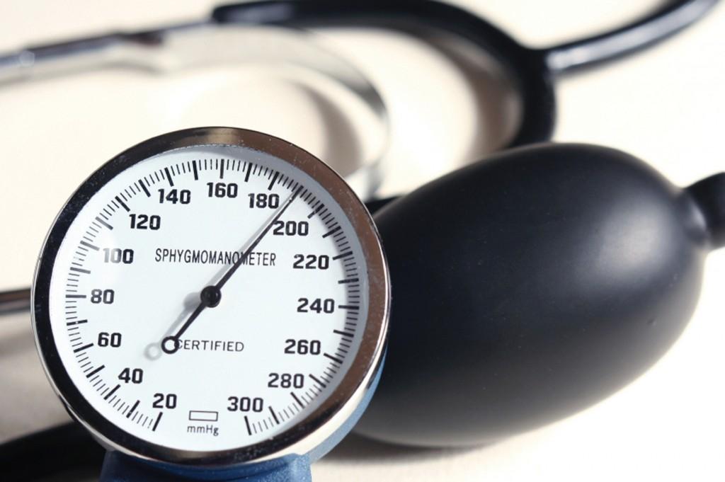 Почему скачет давление причины лечение народными средствами