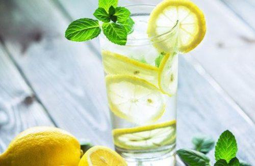 voda s limonom