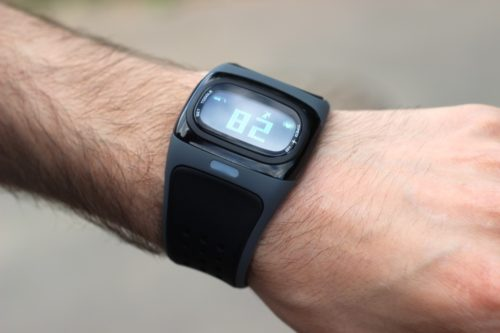 пульсометр на руке