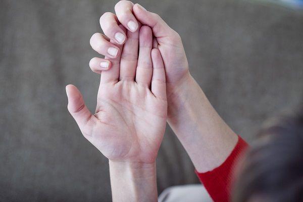 немеют пальцы