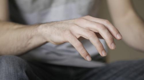 тремор рук как симптом паралича