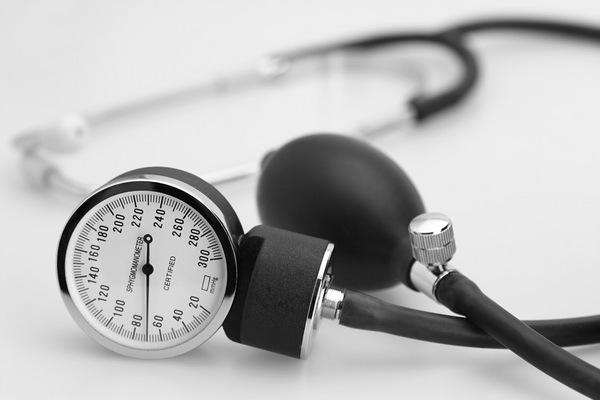 разница между верхним и нижним артериальным давлением